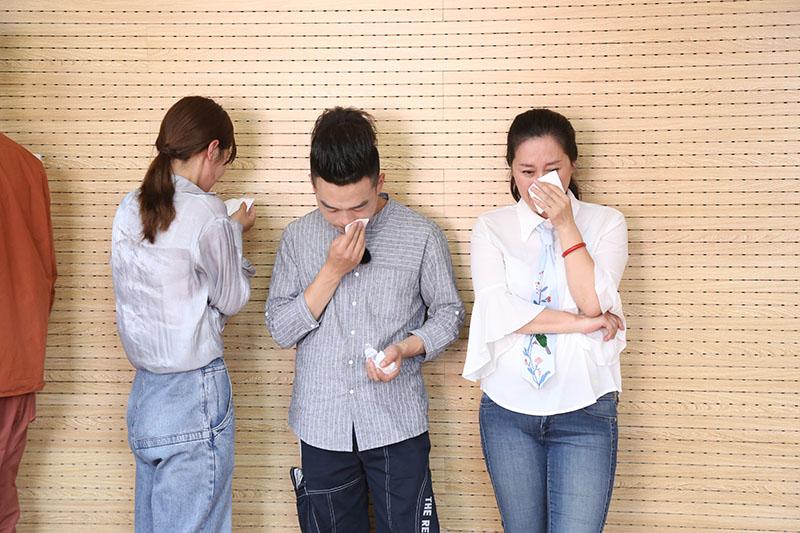 《群演公社》首播学员开展模拟训练 唐国强金巧巧变表情包萌翻全网