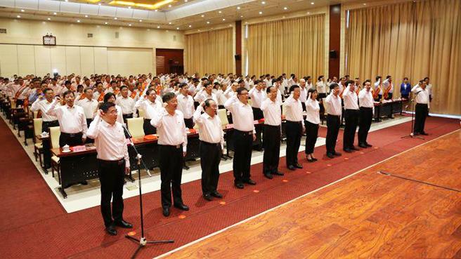 50秒丨德州市庆祝中国共产党成立98周年暨表彰大会召开,全体党员重温入党誓词