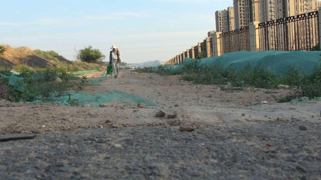 今日聚焦|三条道路停滞整整两年,济南市政路工程为何频繁烂尾?