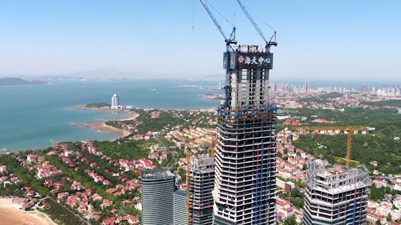 飞齐鲁·瞰落实丨海天中心主楼核心筒封顶 成山东新晋第一高