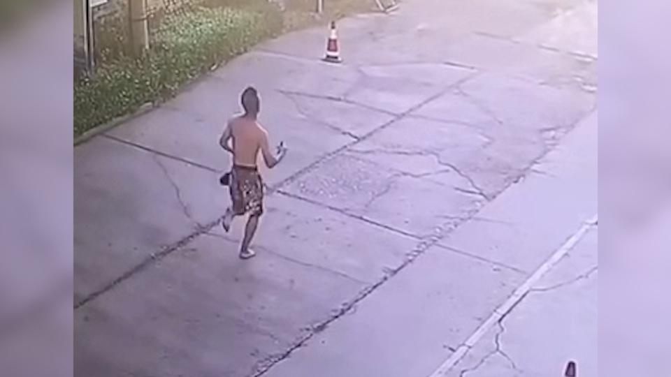 53秒丨小偷被KO不服再邀架,以为对方是青铜,没想到却是真拳王!