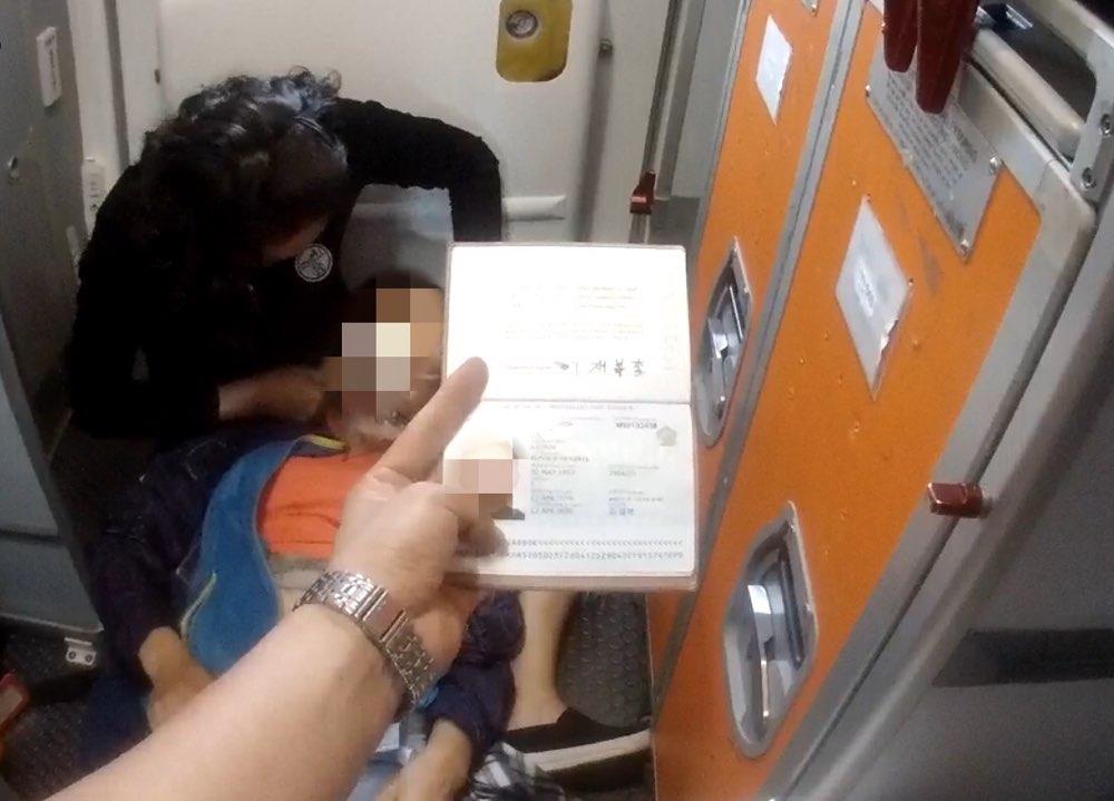 韩国游客突发癫痫 烟台机场出入境边防检查站紧急救助