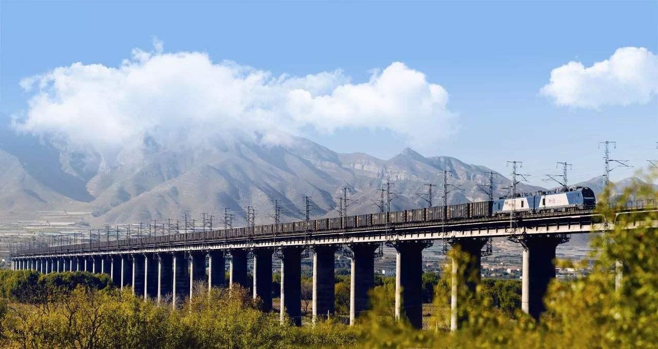 上半年山东交通基础设施建设投资突破800亿,铁路投资200亿