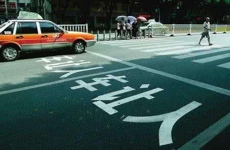 青岛交警曝光第5批41起不礼让斑马线交通违法行为