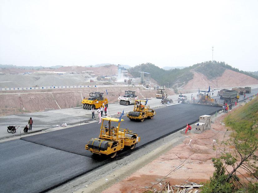 上半年山东交通设施建设投资突破800亿元 实现时间过半任务过半