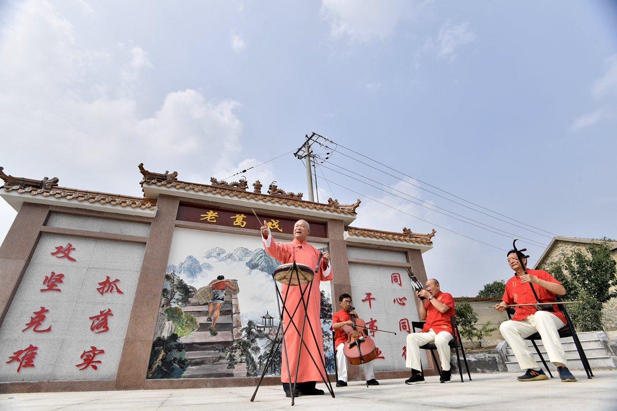 """""""省级贫困村""""泰安北张村的蝶变之路:3000平米墙绘书就""""花田北张"""""""