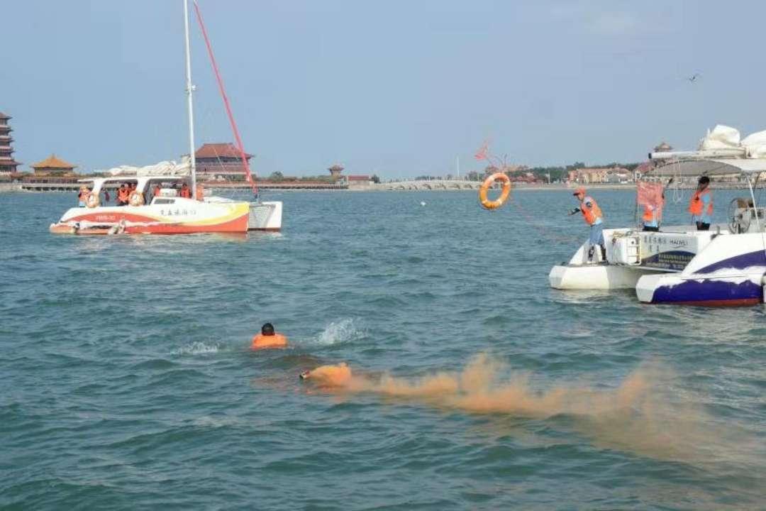 蓬莱海域有两名游客落水!别急,这是旅游船艇应急演练
