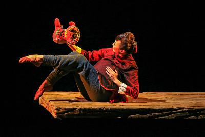 民族舞剧《乳娘》:让红色文化散发迷人的时代魅力与时代价值丨闪电评论