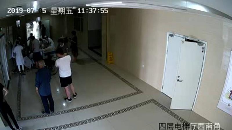 """83秒丨蓬莱医护人员与""""死神""""赛跑 急救五分钟抢回一命"""