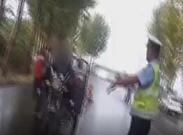 43秒|淄博老人无证酒后驾车载100余斤西红柿被查 交警自掏腰包全部买下