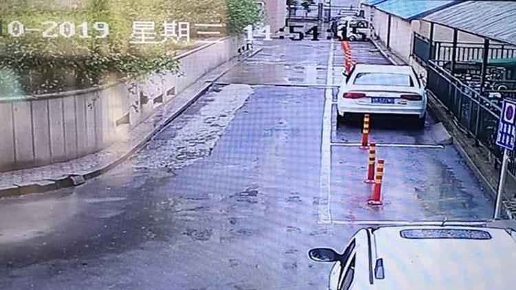21秒丨滨州一小区消防通道被堵 物业、车主、业主均受处罚