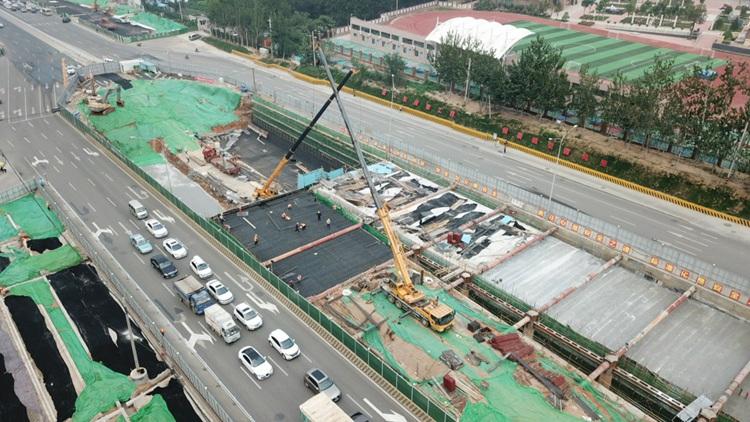 飞吧山东|航拍济南顺河高架南延最新进展,预计年底跨线桥可通车