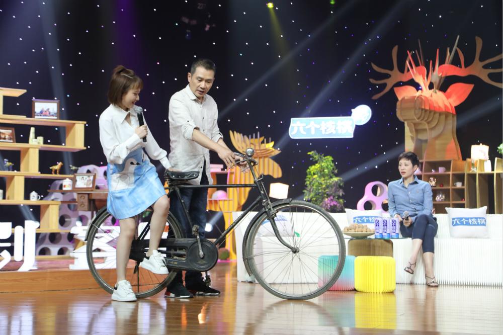 任帅骑起了那个年代的自行车_meitu_3.jpg
