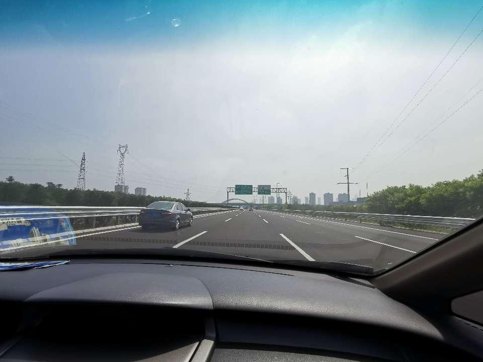 86秒|记者体验济青高速:道路平整视野开阔 新科技增舒适助环保