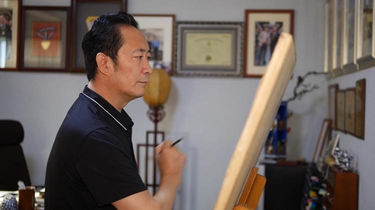 """凭1岁照片画出28岁肖像,""""神笔警探""""林宇辉助力公益寻亲"""