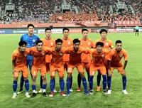 潍坊杯揭幕战鲁能1-2不敌英国狼队 小将张昊宇打进精彩世界波