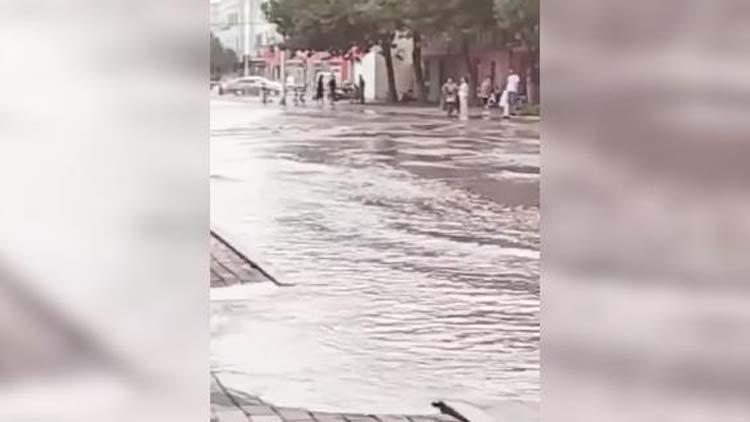 33秒丨滨州一处供水管道破裂造成部分小区停水 经抢修已恢复供水