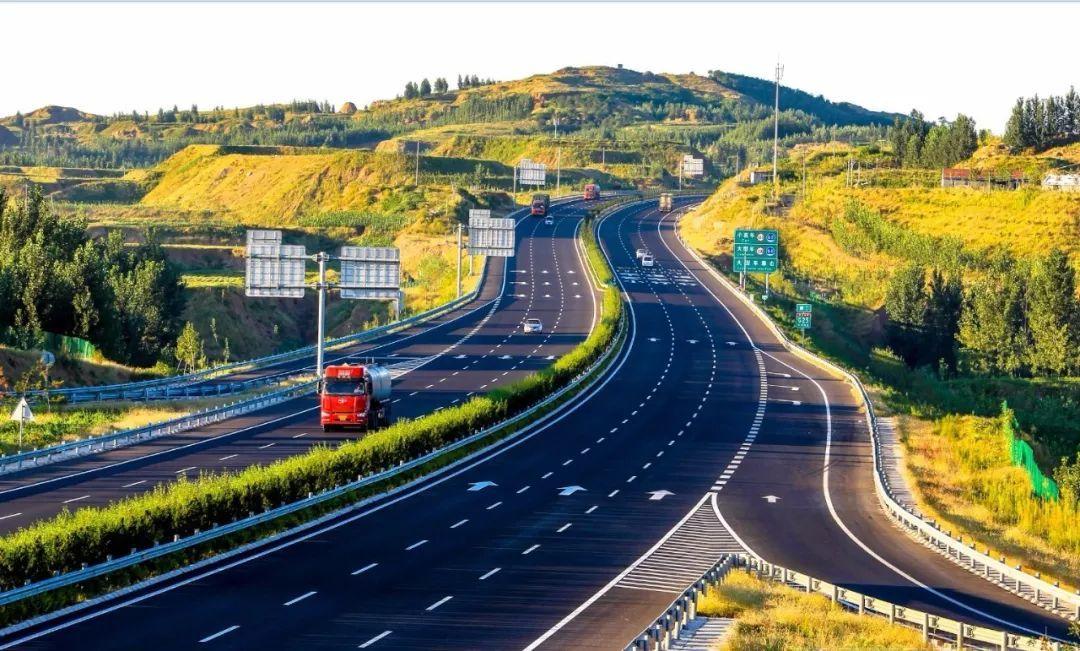 8分钟见证齐鲁交通养护人的12时辰:高速公路上发生了什么