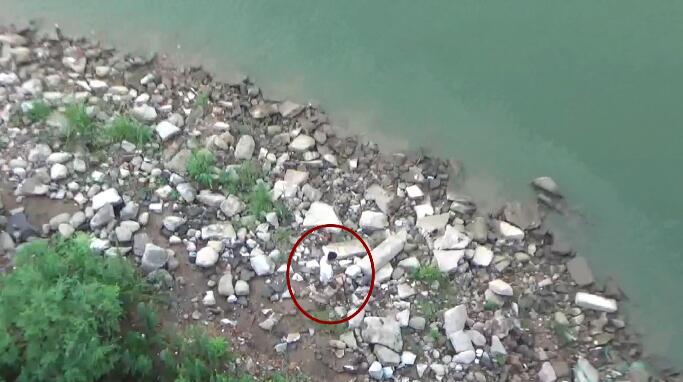49秒|临沂17岁少年跃下30米高桥 突遇暴雨水位上涨被困孤岛