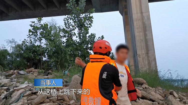 41秒丨为找东西临沂小伙从30米高桥跳入沂河 遇涨水被困荒岛