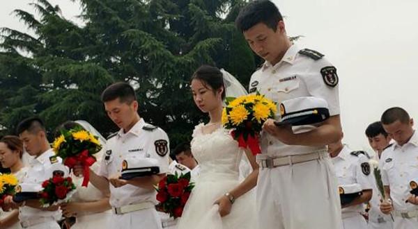 43秒 感怀先烈 崇尚英雄!青岛举行向英烈献花仪式