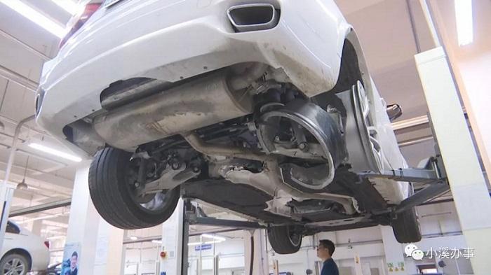 济南一老司机82万买辆宝马X5 刚开半年轮毂炸裂了