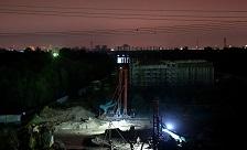 实拍济乐高速南延施工现场 工人们战高温昼夜赶工保进度