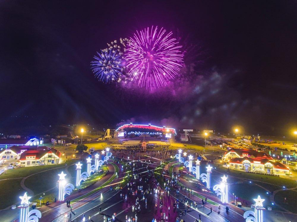 开幕当天入园游客突破30万人次!第29届青岛国际啤酒节金沙滩啤酒城人气爆棚
