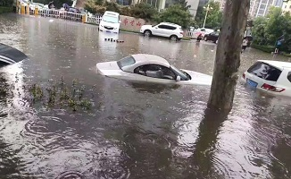 """现场直击!山东多地遭强降雨 街头成""""海""""、小区、村庄被淹..."""