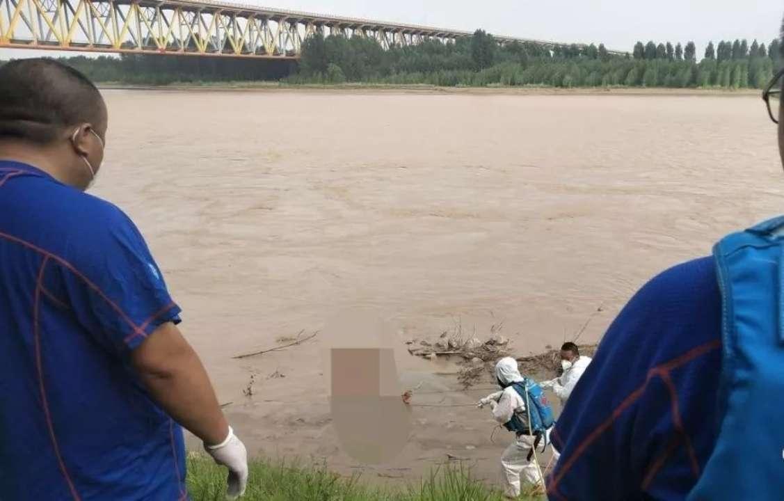 今天下午滨州黄河浮桥发现一人溺亡 已移交警方