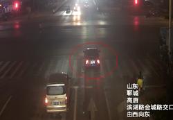 聊城这位市民好样的!路遇事故见义勇为,连闯仨红灯将伤者送医