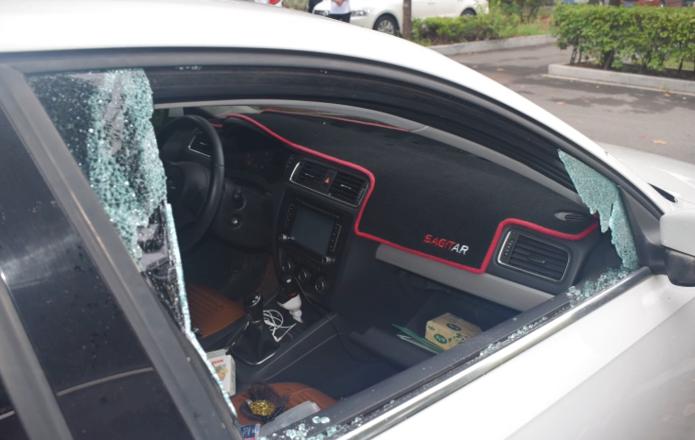 36秒|枣庄一盗贼疯狂砸车盗包  视频直击抓捕现场