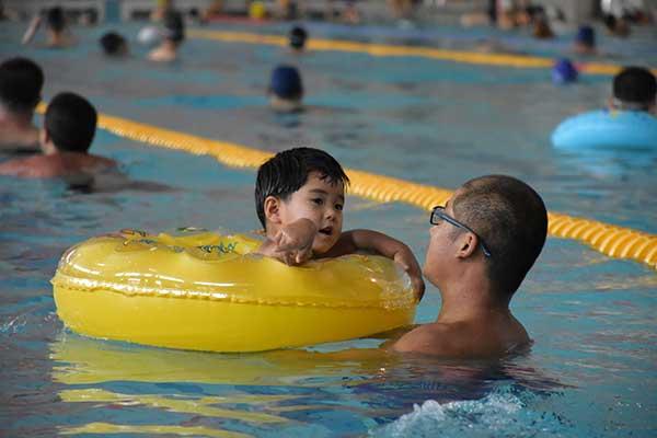 全民健身日淄博市体育中心来客7000人次 一半去了游泳场馆