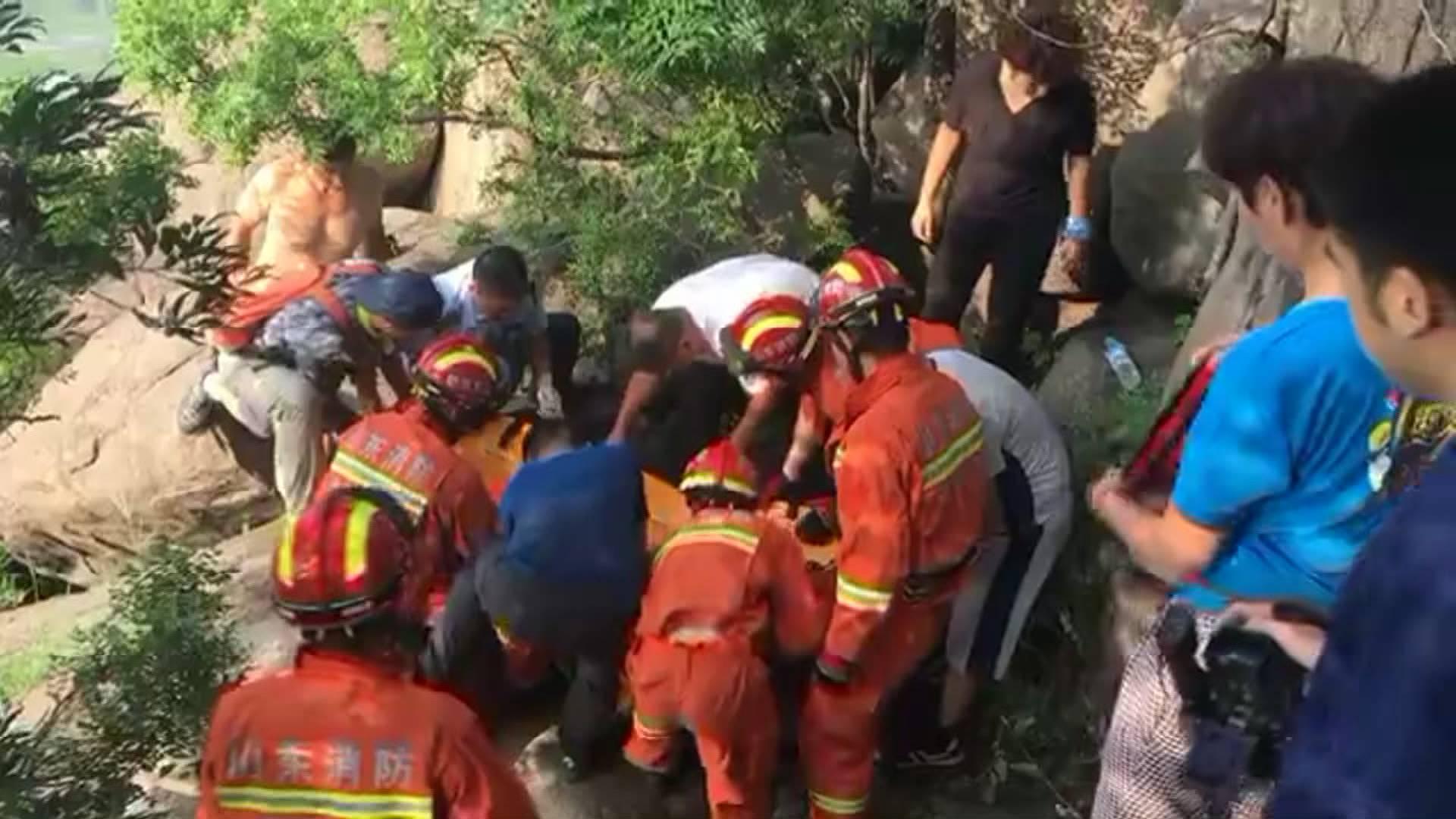20秒|济南市民私自爬华山后山摔伤 消防紧急救援送医