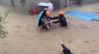 致敬台风中的救援英雄!有他们在心里特踏实