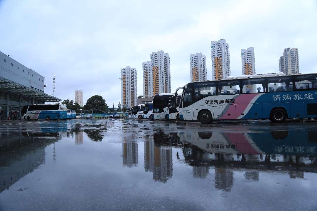 应对台风影响 青岛汽车总站全线停止发车