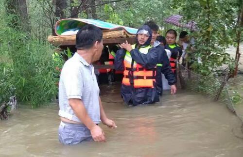 罗庄区民兵昼夜奋战防汛救灾一线 转移群众578户1124人