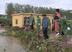 53秒|枣庄台儿庄河水漫堤侵入村庄 200多人紧急筑堤抢险
