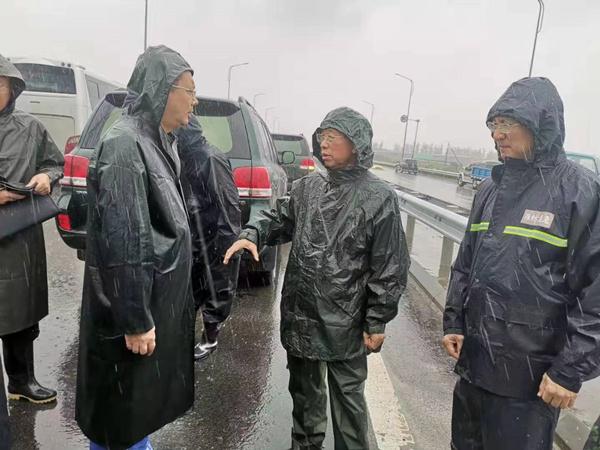 山东省委书记刘家义赴寿光现场查看雨情汛情研究泄洪方案