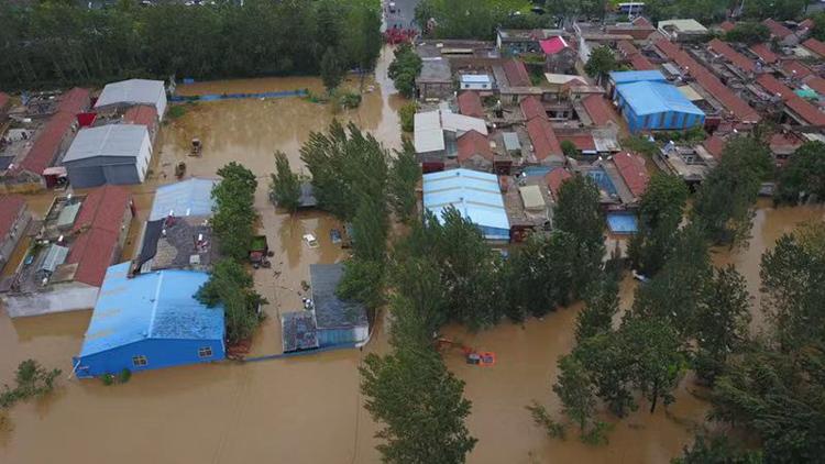 33秒 独家航拍洪水中的济南章丘皋西村 最严重地区水深达4米