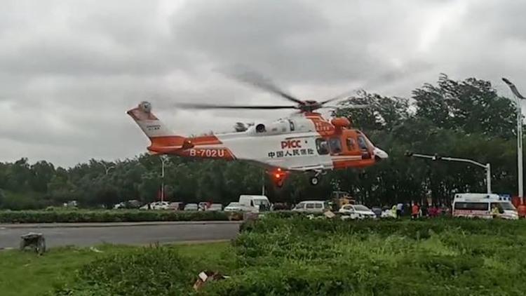 31秒|章丘东皋西村积水近4米 直升机紧急出动救援被困群众