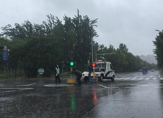 紧急通知!道路积水逐渐退去 滨州城区公交线路恢复运营