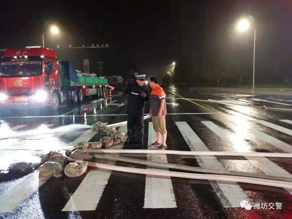 潍坊交警发出倡议:为救援车辆让出绿色通道