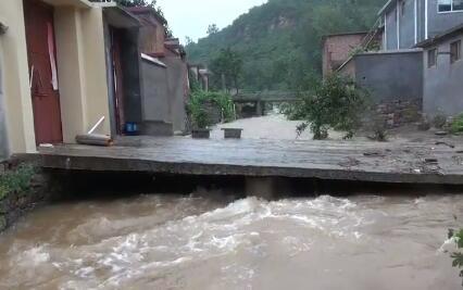59秒 | 卧室被砸、河水暴涨,济南南部山区发生山体滑坡