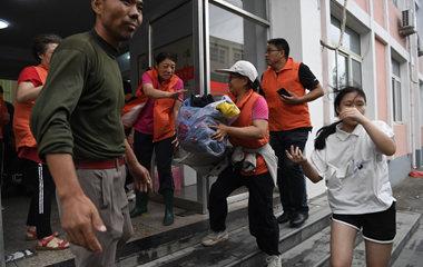 探访章丘相公中学安置点:老师学生自发返校当志愿者,爱心物资不断涌来