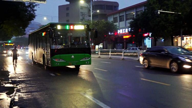 """72秒丨地下商铺恢复营业、市民出行恢复正常 """"利奇马""""走后潍坊城区秩序井然"""