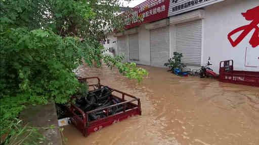 2组图对比看章丘皋西村涝情:水位下降明显,救援难度仍在