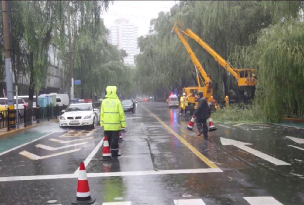 注意绕行!截至13日8时20分,济南共5处道路积水管制路段