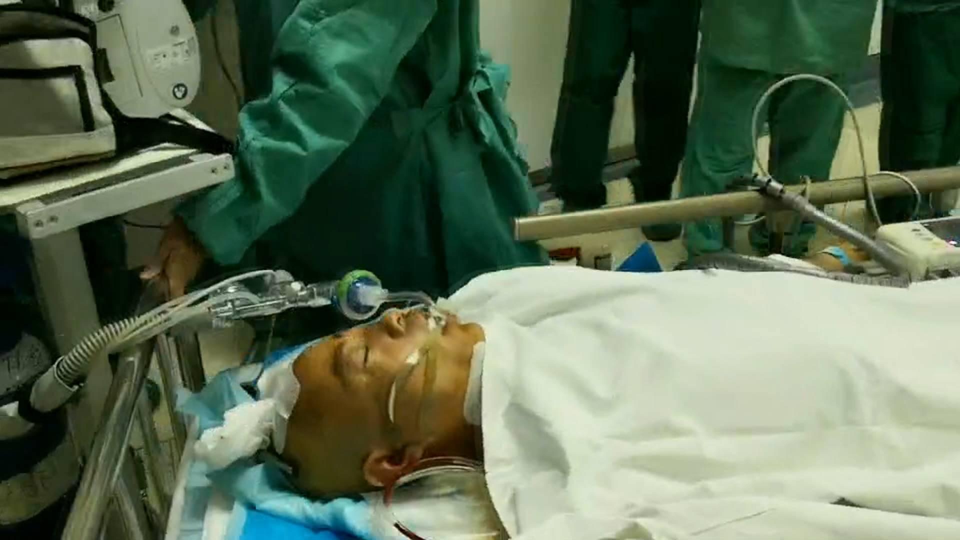 60秒|青州受伤干部董明亮结束手术 主治医生:有望重新站起来