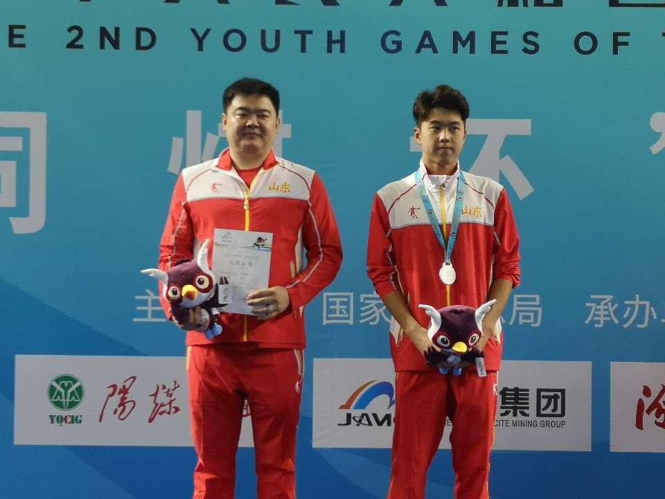 山东选手程龙斩获二青会男子甲组400米个人混合泳银牌